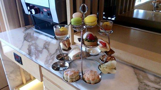 The Ritz-Carlton, Millenia Singapore: クラブラウンジのアフタヌーンセット