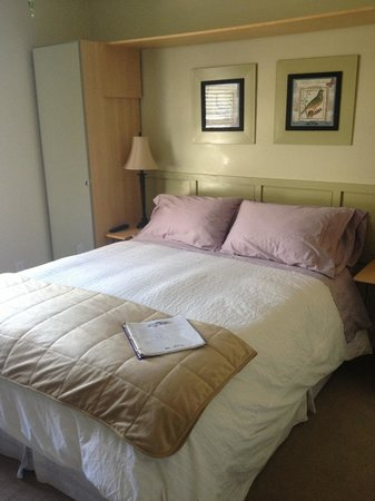 Cabbageville Bed & Beverage: Very comfy bed