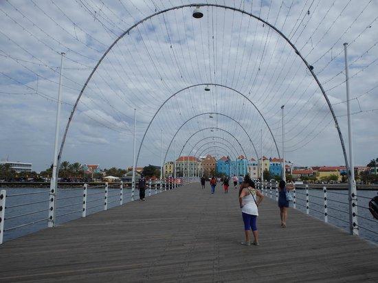 Queen Emma Pontoon Bridge: On the bridge