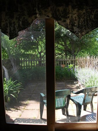 Mountain Song Inn: View of the patio from the French room