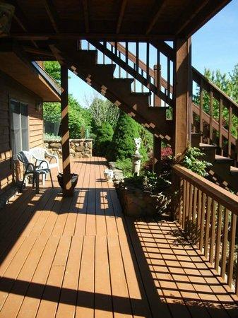 Mountain Song Inn: Front porch