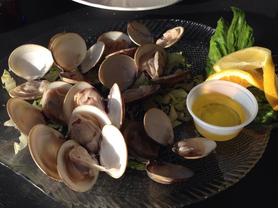 Billfish Bar & Grill: Steamed clams