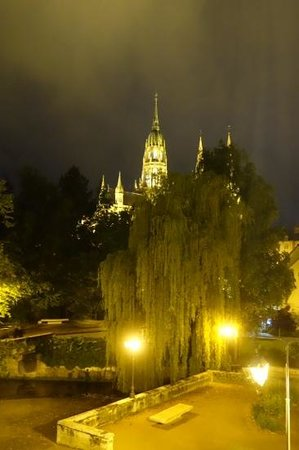 Villa Lara Hotel: view of the cathedral from room 206.