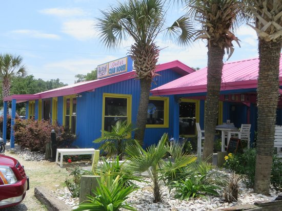 Inlet Crab House & Raw Bar: Outside eating available