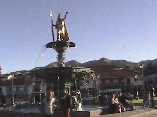 Centro Historico De Cusco: Estatua homenaje al Inca en el Centro de Cusco