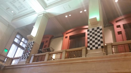 Hilton Garden Inn Indianapolis Downtown: Lobby on Indy 500 weekend