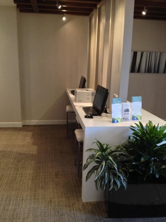 Delta Hotels by Marriott Ottawa City Centre : Work stations with printer