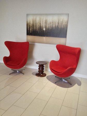 Delta Hotels by Marriott Ottawa City Centre : Chairs beside garage elevator