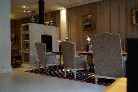 Hotel de Banville: The lobby