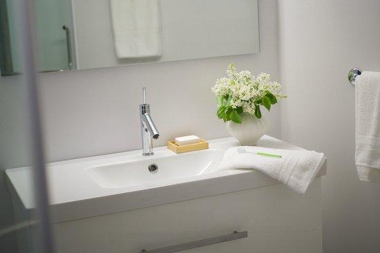 The Nash: Bathroom vanity