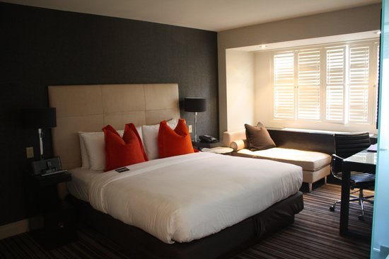 The Dupont Circle: lovely room