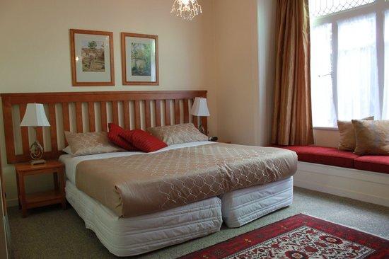 Bavaria Bed & Breakfast Hotel: King Bedroom