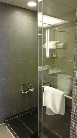 Novotel Hong Kong Nathan Road Kowloon: Separate Shower
