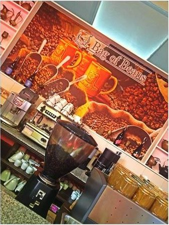 Bag of Beans Cafe and Restaurant : The coffee bar