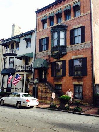 Foley House Inn: Front of house