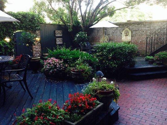Foley House Inn: Lovely garden
