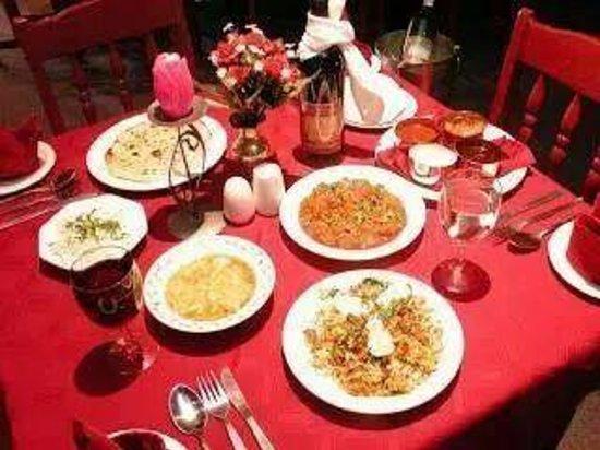 Noor Tandoori: table