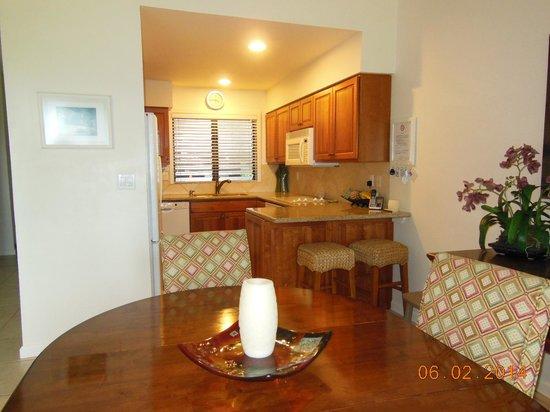 Lae Nani Resort Condos: Kitchen and Dining room
