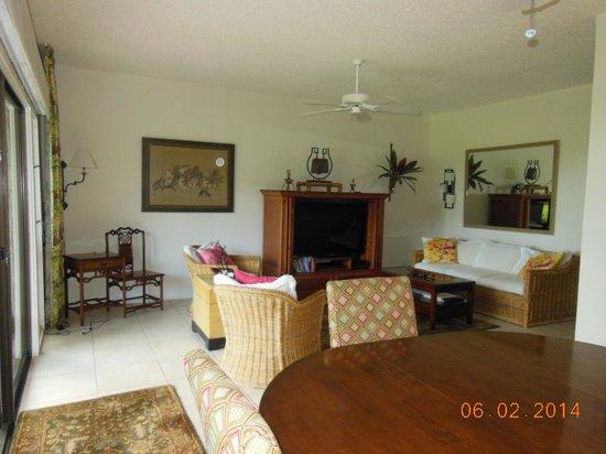 Lae Nani Resort Condos: Living Room
