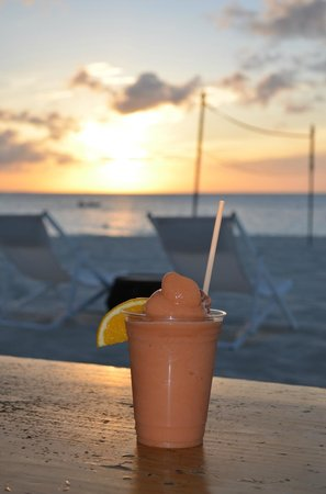 "Grace Bay Club: Sundown smoothie at ""Jar"""