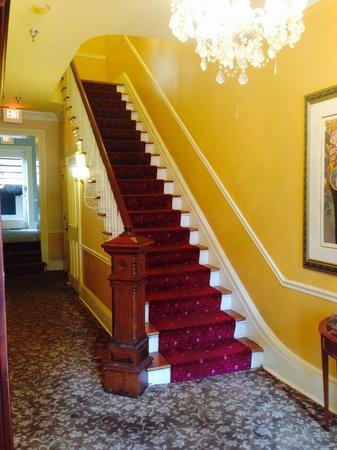 Foley House Inn: Stairway