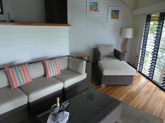 Bedarra Island Resort: Lounge and day bed in split-level Oceanview Terrace villa
