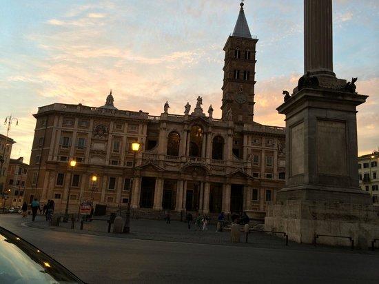 Basilica di Santa Maria Maggiore: 入り口の建物