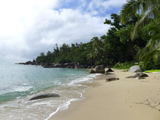 Bedarra Island Resort: Beautiful front beach