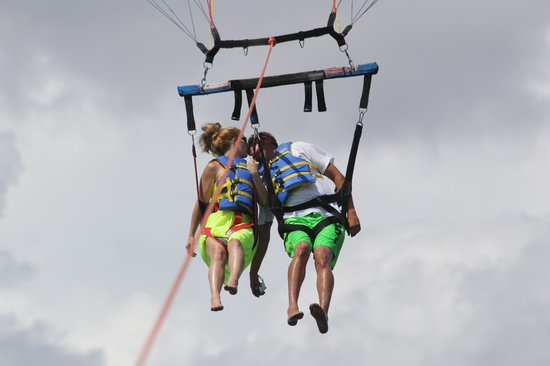 Eagle Parasail: aww!! kiss up in the sky!