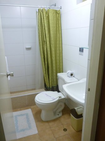 The Place of Miraflores Hostal: Bathroom