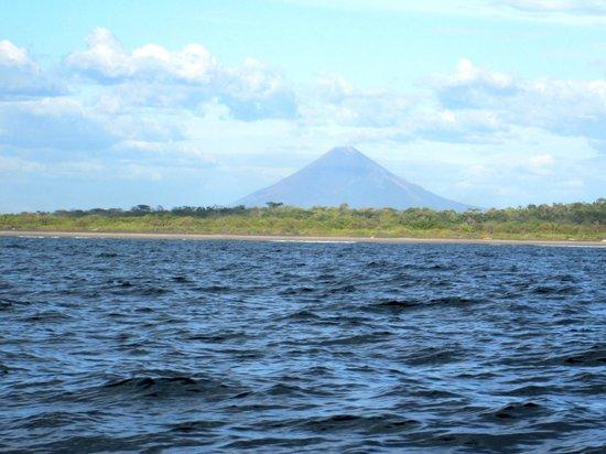 La Barra Surf Camp: Volcán Momotombo