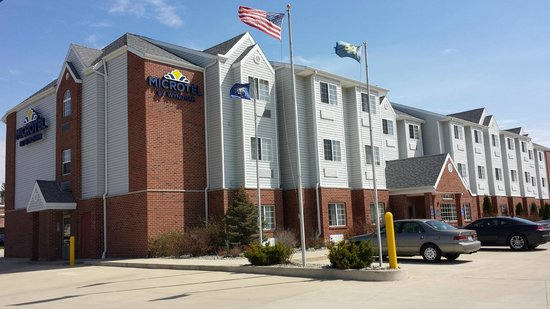 Microtel Inn & Suites by Wyndham South Bend / At Notre Dame: hotel and grounds