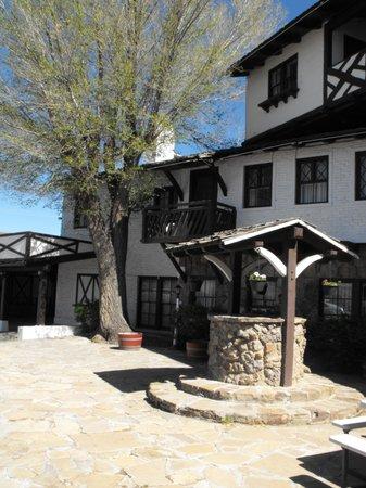 El Rancho Hotel & Motel: Room 203's balcony and view