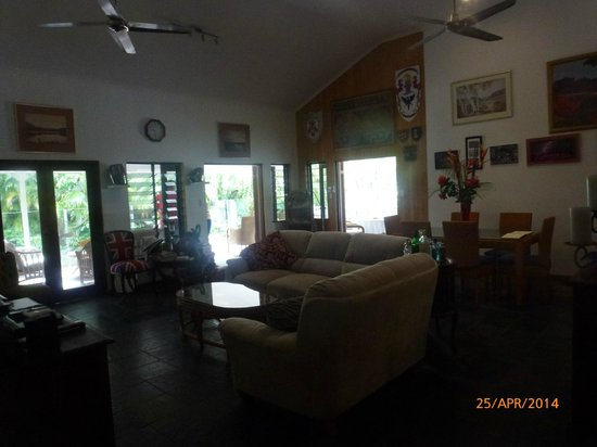 South Pacific BnB Clifton Beach: Interior of house