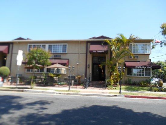 Wilshire Crest Hotel: Front Entrance on Orange St
