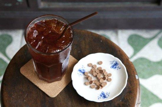 Old Town Cafe Bangkok: IN-THA-O-SOD Iced Tea(Iced tea mixed Traditional Thai herbal medicine)