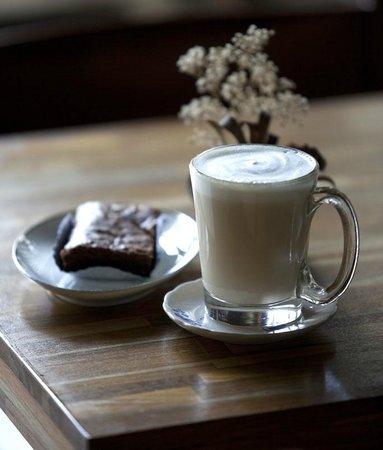 Old Town Cafe Bangkok: Hot White Malt