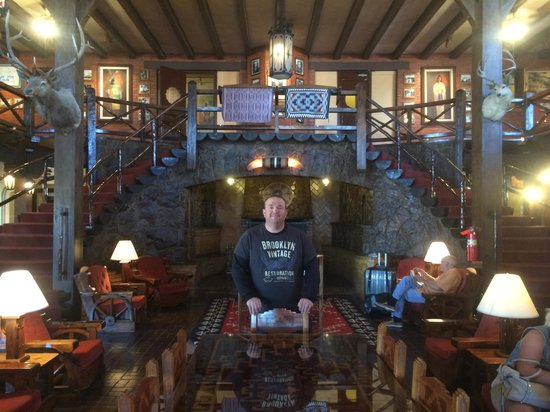 El Rancho Hotel & Motel : cool lobby