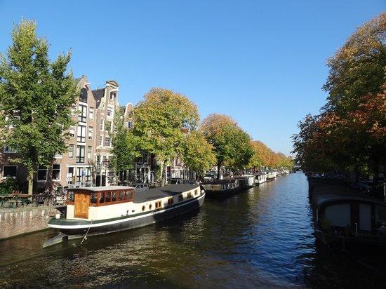 Jordaan : Canal e as casas barco.