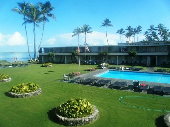 Maui Seaside Hotel: Swimming pool view