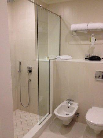 Millennium Airport Hotel Dubai : bathroom