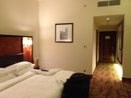 Millennium Airport Hotel Dubai : the room
