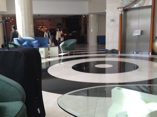 Millennium Airport Hotel Dubai : hotel lobby