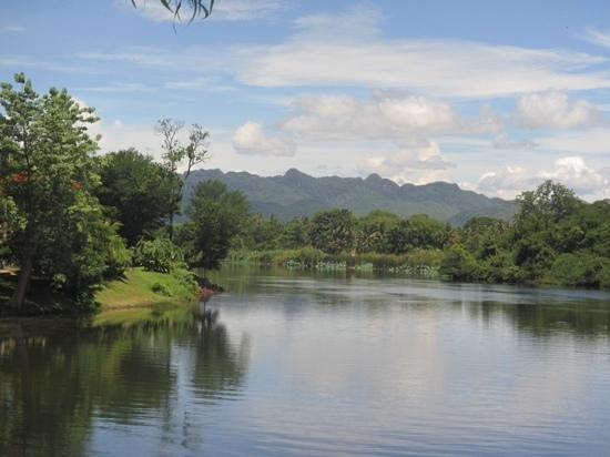 U Inchantree Kanchanaburi: uitzicht zwembad