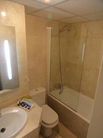 Hotel Exe Suites 33: Banheiro