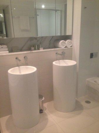Peppers Broadbeach: Bathroom