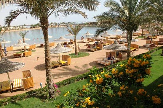Desert Rose Resort : Вид с балкона на лагуну