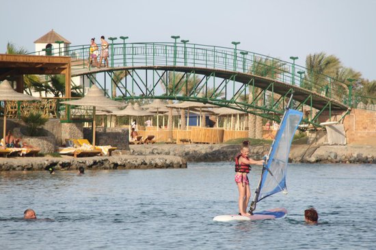 Desert Rose Resort : Маша освоила серфинг