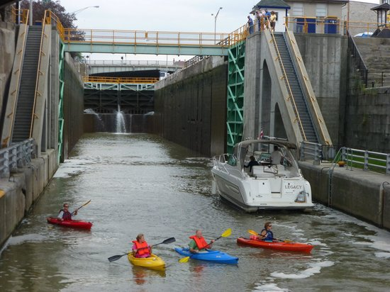 Erie Canal Cruises: Kayakers