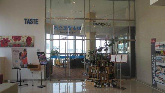 ibis Ambassador Busan City Centre: Restaurant / bar entrance